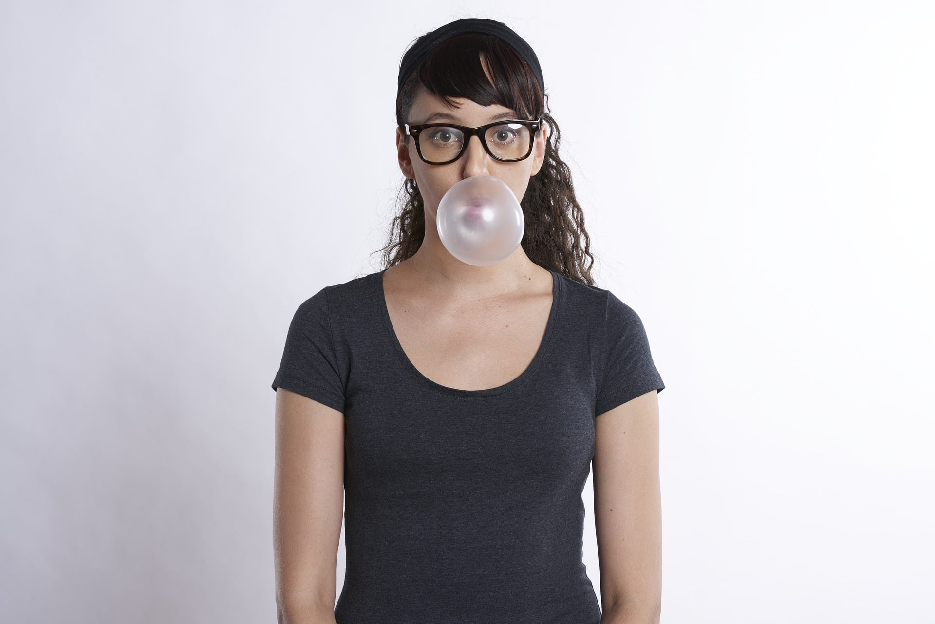 woman chewing gum dental benefits of xylitol