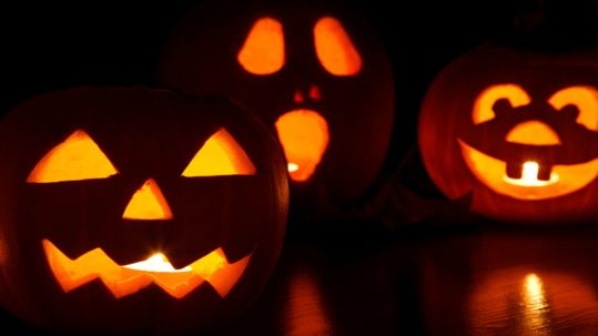 three jackolanterns - healthy halloween tips