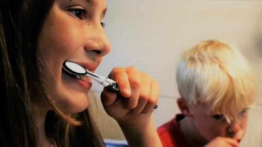 kids brushing teeth - how to make brushing teeth fun for kids